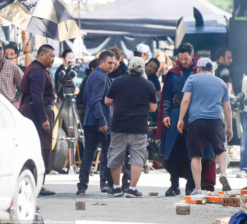 All together now: The actors shut down the side streets of Atlanta for filming
