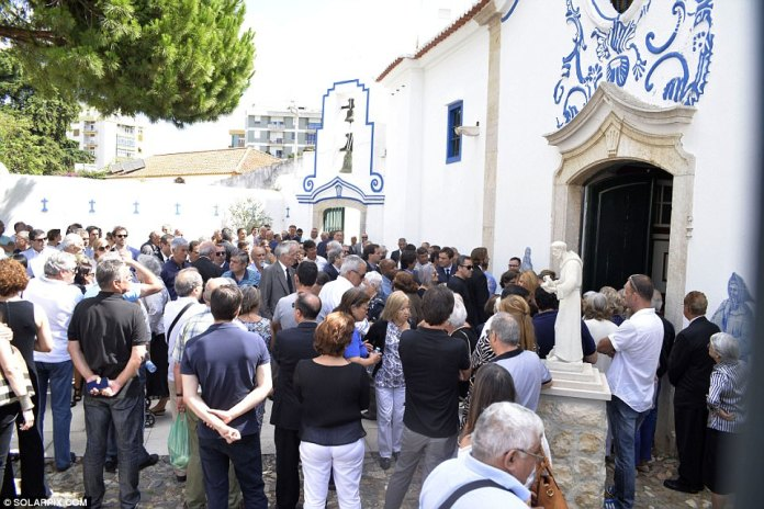 A large crowd gathered outside the church in Setubal to pay tribute to former goalkeeper Mourinho Felix