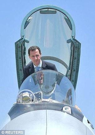 el presidente de Siria, Bashar al-Assad visita una base aérea rusa en Hmeymim