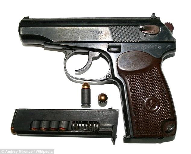 Se afirma que la unidad realiza una Makarov rusa (imagen stock) 'matar pistola', ya que podría ser fotografiado junto a una víctima si un sospechoso desarmado talibanes fue muerto a tiros