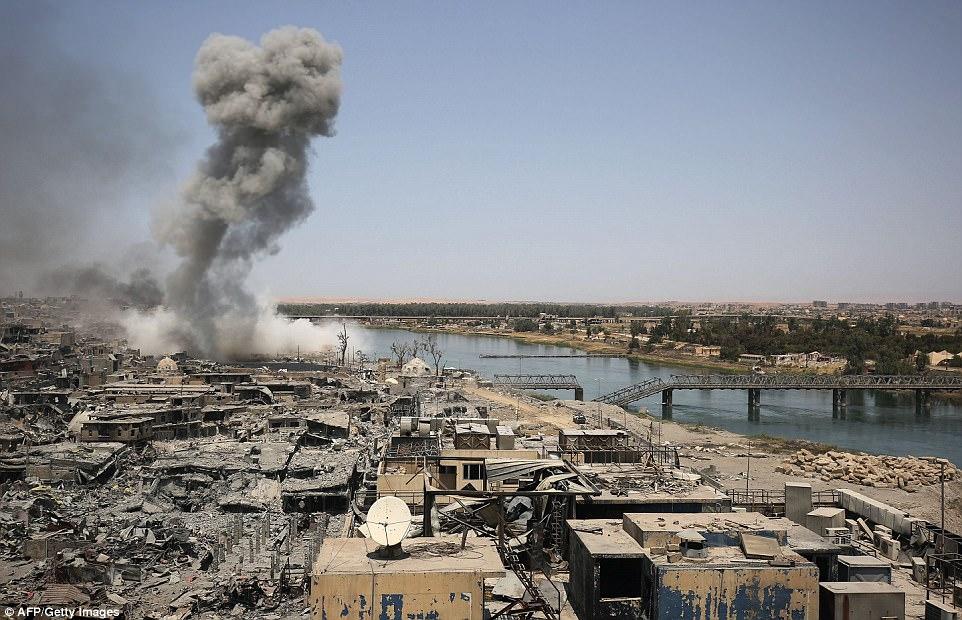 ISIS han sido completamente rodeados en Mosul por fuerzas gubernamentales iraquíes y grupos rebeldes hostiles a los yihadistas