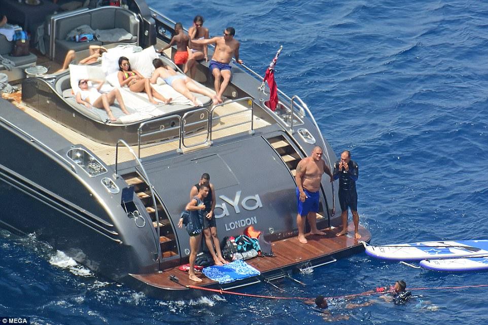Cristiano Ronaldos Girlfriend Georgina Rodriguez Shows On Yacht In Ibiza CelebzToday