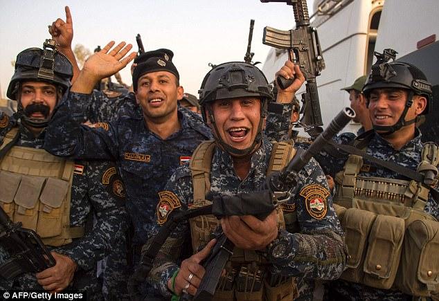 Las fuerzas iraquíes ahora tendrán que ayudar a reconstruir la ciudad, gran parte de la cual fue destruida por los intensos combates que duraron ocho meses