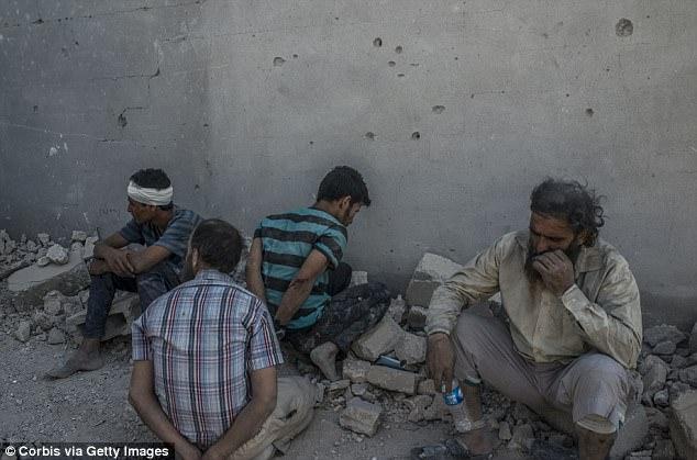 Han tardado ocho meses para que las fuerzas iraquíes aseguren Mosul, incluyendo cinco meses luchando por el control de la Ciudad Vieja, donde estos hombres fueron capturados