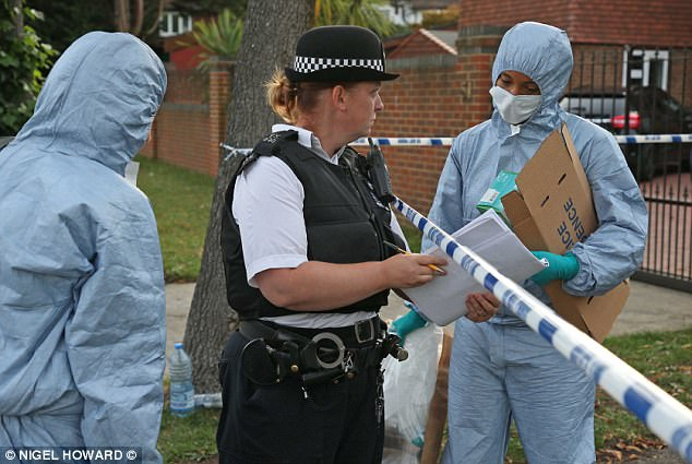 El cuerpo de Celine Dookhran, de 19 años, fue encontrado dentro de una casa de 1,5 millones de libras en el suroeste de Londres, en la foto, después de que fue secuestrada, violada y asesinada