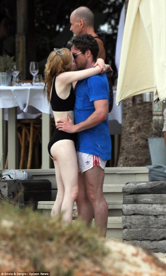 Richard Madden Passionately Smooches Ellie Bamber Daily