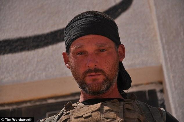 """Tim se convirtió en un """"huérfano adoptado de los kurdos"""" durante su tiempo luchando con el GPJ"""