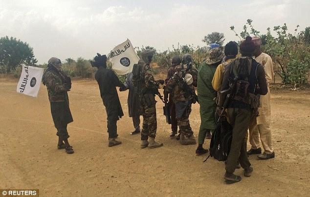 La mayoría de los terroristas suicidas que el grupo terrorista Boko Haram usa para matar civiles inocentes son mujeres y niños (foto: militantes de Boko Haram)