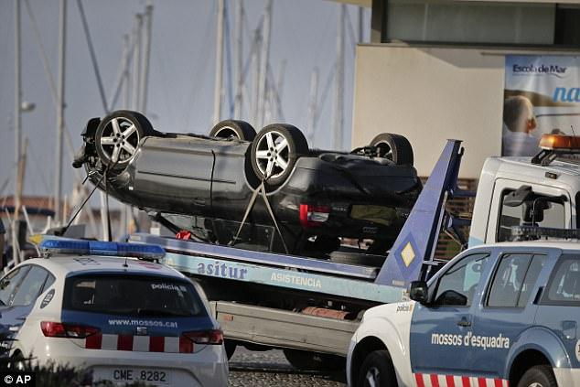 Este es el volcado Audi A3 utilizado por una banda de cinco jihadis en los cinturones de suicidios que arado en las multitudes en la ciudad costera de Cambrils
