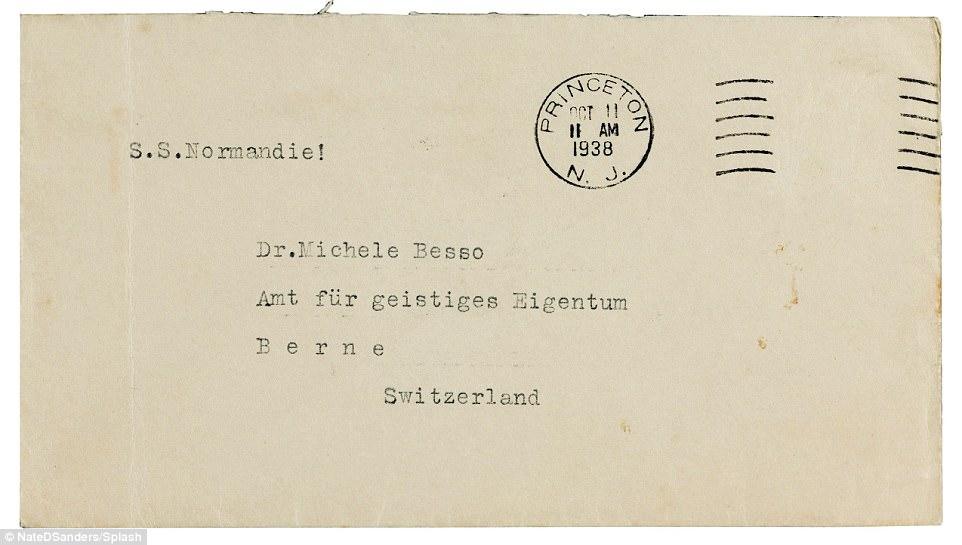 """La lettre a été envoyée au meilleur ami d'Einstein, Michele Besso, un ingénieur suisse / italien qui a vécu en Suisse. Einstein a déclaré à M. Besso qu'il était «naïf» pour avoir confiance en M. Chamberlain et a déclaré que le leader britannique «espérait que Hitler allait s'effondrer en attaquant la Russie». Dans la lettre, il a également accusé le Premier ministre de """"trahir"""" la Tchécoslovaquie et d'être «trompeur» en convainquant les Français de faire la même chose"""