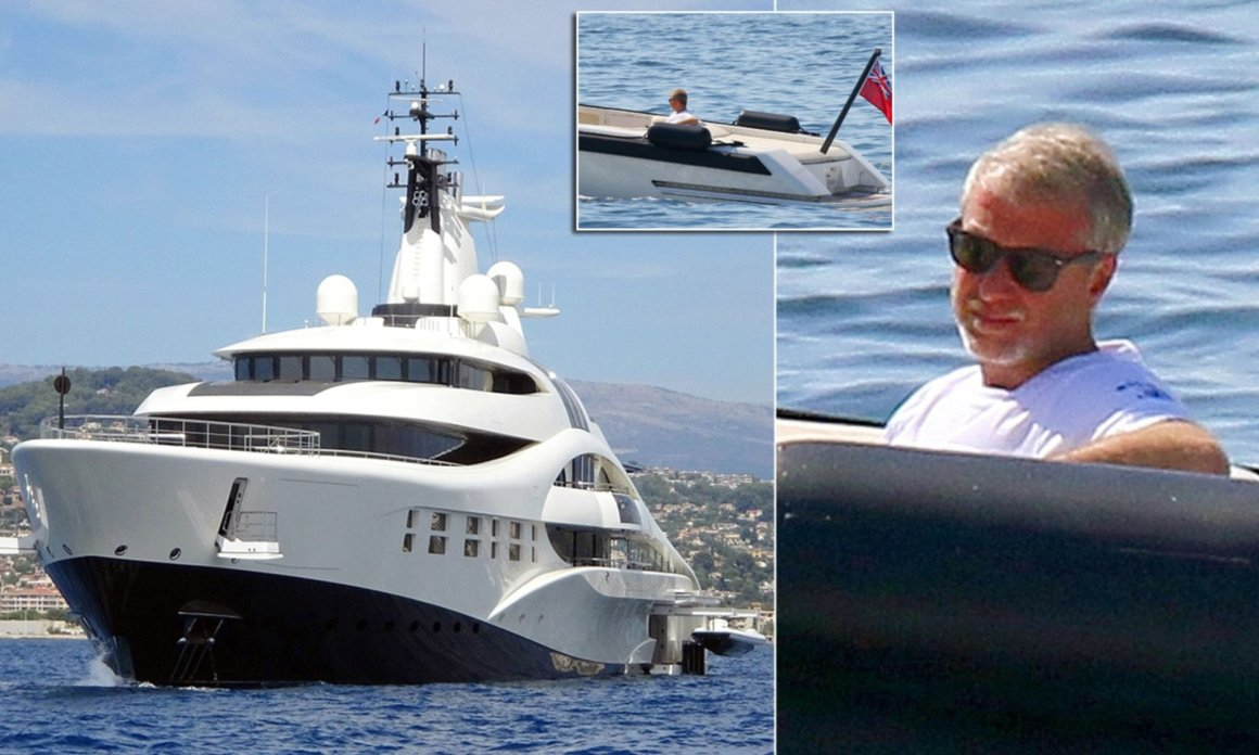 Roman Abramovich relaxes on yacht moored near Antibes home | Daily Mail  Online