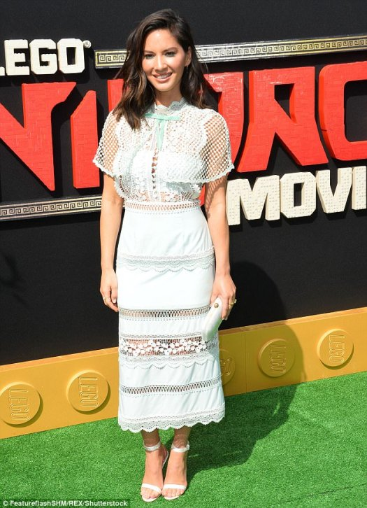 White step:Olivia Munn  looked like a siren in a white lace dress