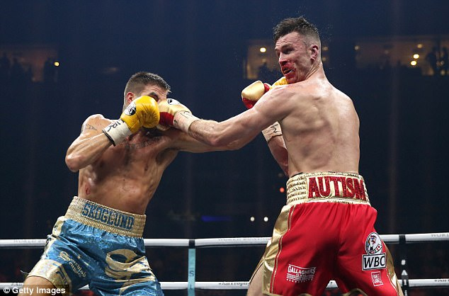 In round five, Skoglund bloodied the nose of his opponent and came into the fight