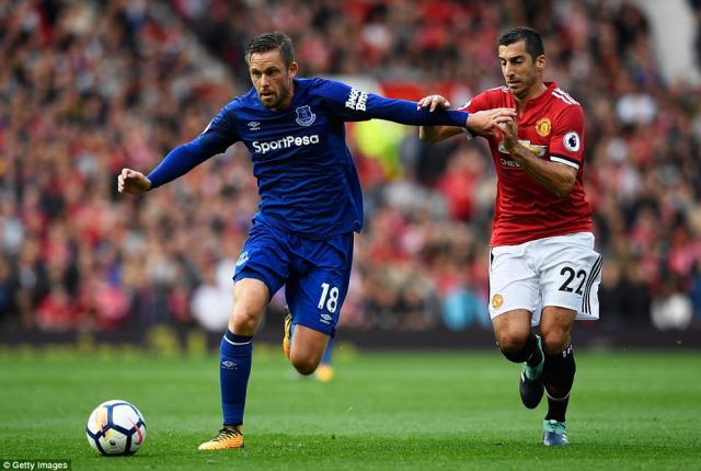 Everton persevered with Gylfi Sigurdsson in midfield despite the Icelandic's poor start since his club-record move