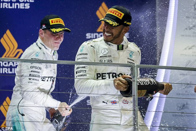 Lewis Hamilton took advantage of a first-corner pile-up to win the Singapore Grand Prix