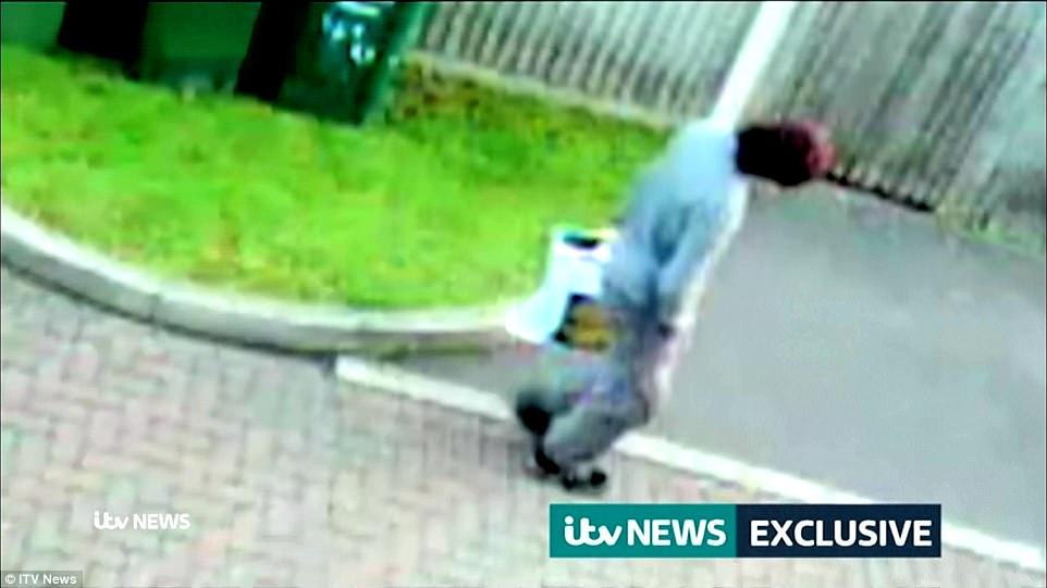 6.50am: Los clips parecen haber sido tomadas por la misma cámara en Cavendish carretera que atrapó a un hombre en un sombrero rojo caminando con una bolsa de Lidl en la mañana del ataque