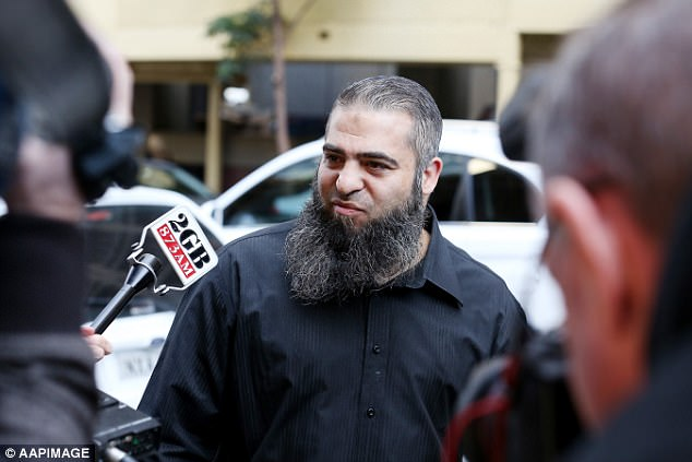 El marido de facto de la Sra. Elzahed, el reclutador terrorista condenado Hamdi Alqudsi, es retratado en una comparecencia en la corte