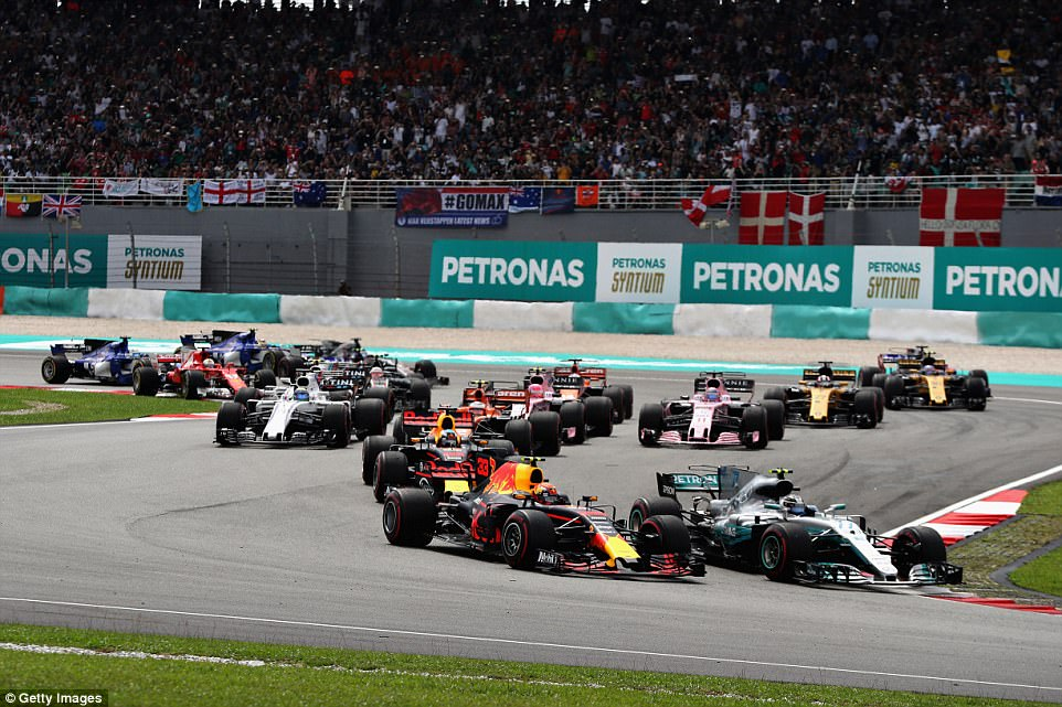 The two stars of the sport went head to head in an immediate duel, with Verstappen coming out on top