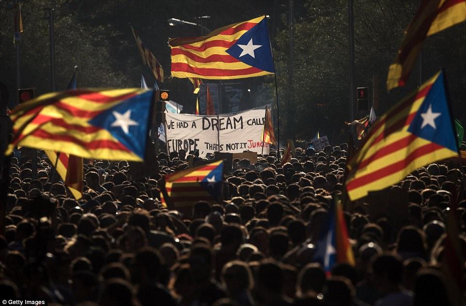 Según el Gobierno de Cataluña, más de dos millones de personas votaron el domingo en el referéndum de Cataluña, que el Gobierno de Madrid había declarado ilegal y antidemocrático