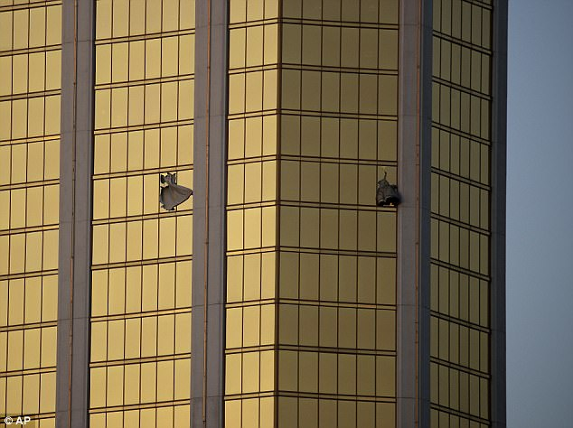 Stephen Paddock smashed two windows of his suite on the 32nd floor of the Mandalay Bay hotel to be able to fire at crowds below