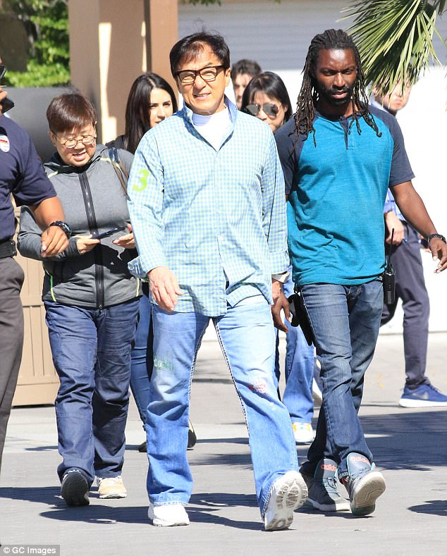 Jackie Chan muri iyi minsi arimo gutunganya Filime nshya, mu gihe umukobwa we ari mu bikorwa biteye isoni