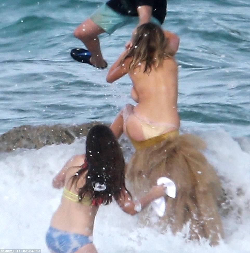 kate upton aruba topless