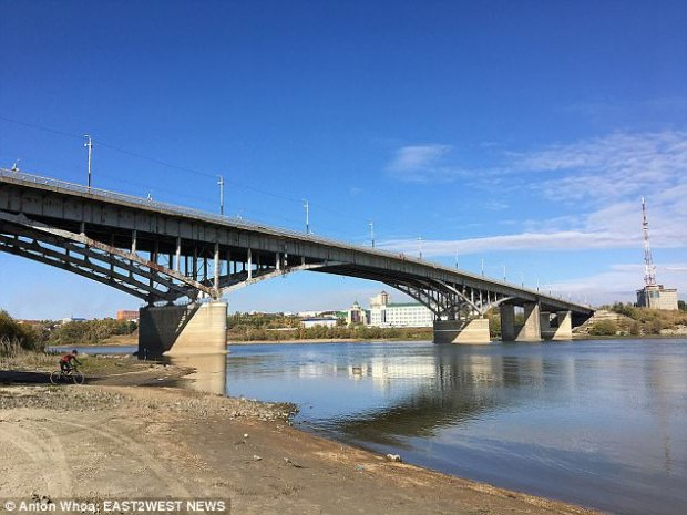 This is the bridge that the 25-year-old mother planned to jump from after her break-up