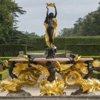 Blenheim palace's Fountain is returned to former glory; Alex Matthews; Daily Mail Online