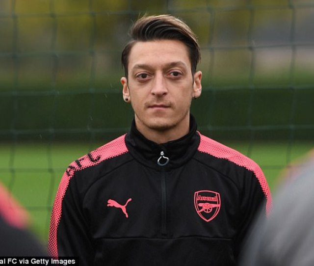 Mesut Ozil Wants Jose Mourinho And Manchester United To Save Him From His Arsenal Malaise
