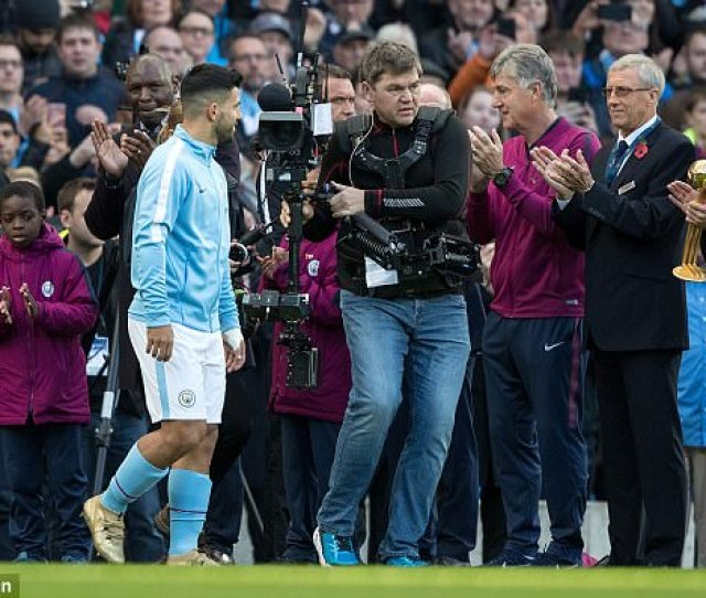 The Argentine Forward Was Given A Standing Ovation By Past And Present Footballers