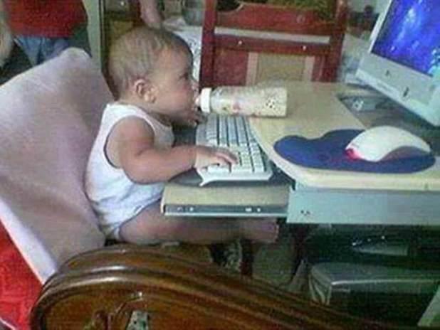 ¡Comenzándolos jóvenes!  Este prodigioso genio de la tecnología ya domina la multitarea