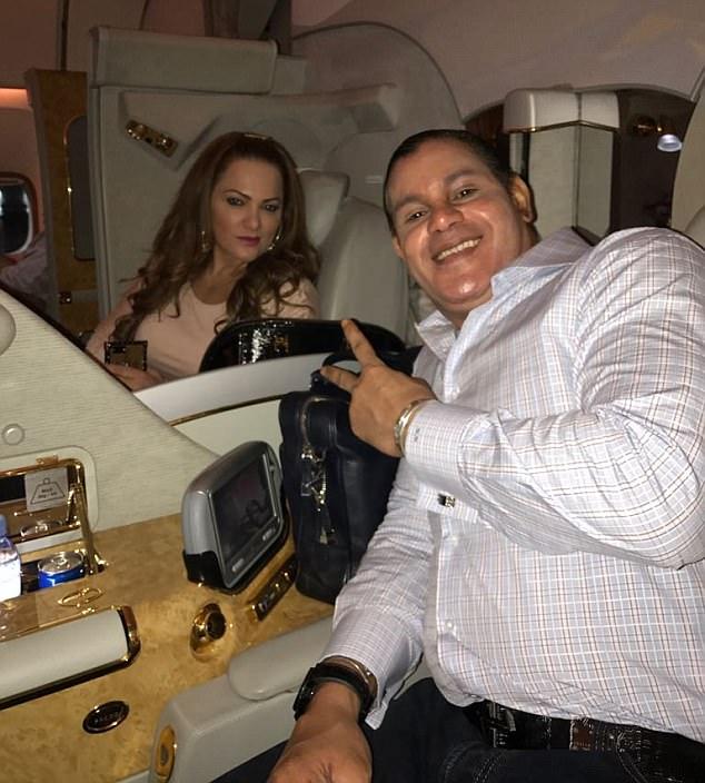 El ex gigante de jonrones parecía estar en Londres celebrando su cumpleaños con su esposa, Sonia Sosa