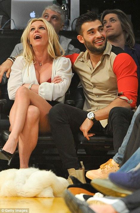 Lindo: era fácil ver la química entre Britney y su nuevo novio, que no podían mantener sus manos separadas