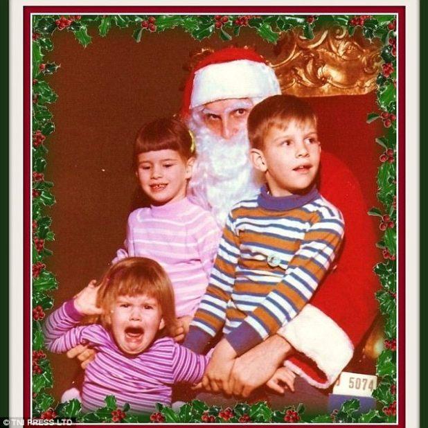 Foto de familia: los hermanos mayores hicieron todo lo posible para mantener a su hermanito bajo control