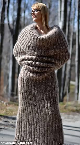 Los compradores se han quejado de que la bufanda hace que el usuario se vea sin forma y crea arrugas innecesarias en lugares donde ninguna mujer los querría
