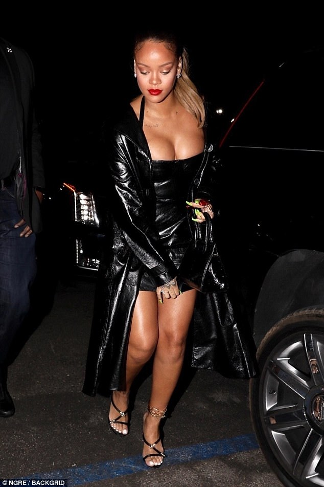 Va va voom! Rihanna looked sensational as she arrived at The Forum on Thursday night for Jay-Z's anticipated Los Angeles concert