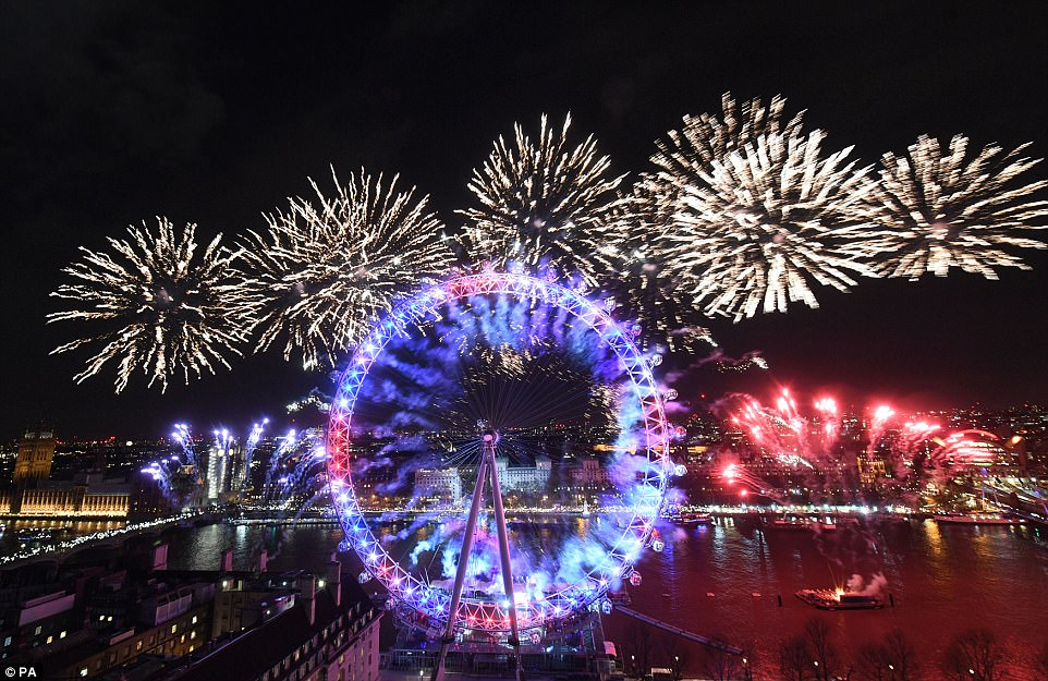 New Year s Eve  London welcomes 2018 with fireworks   Daily Mail Online London welcomed in the New Year in style with a spectacular fireworks  display that lit up