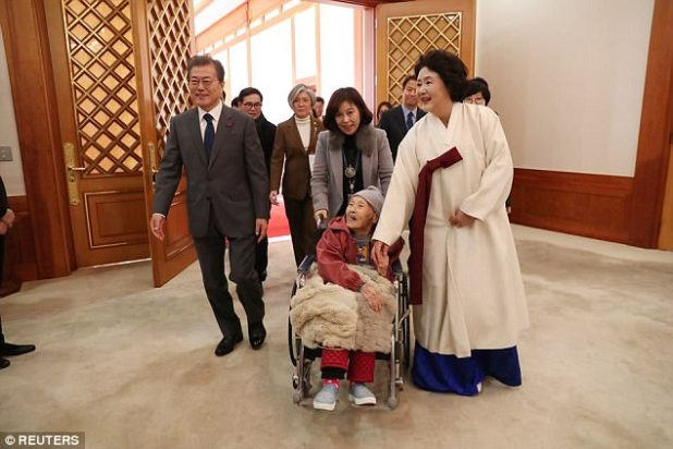Dialogue: Eight of the around 30 comfort girls folk who're soundless alive met  President Moon for lunch on the  the Blue House