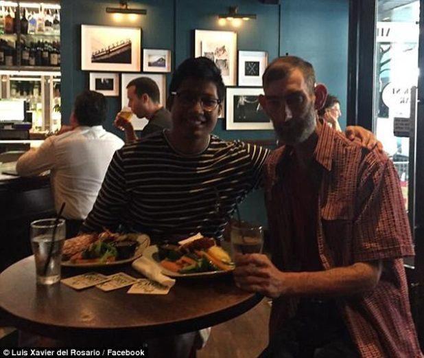 """El señor del Rosario (izquierda) dijo que tomó a Ian (derecha) para una cena de escalope de pollo que le dio a Ian """"un resplandor de esperanza"""" ya que era su primera comida de verdad en semanas"""