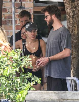 Miley Cyrus and Liam Hemsworth Secretly tied the Knot?