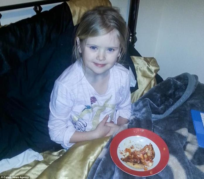 Just fifteen minutes before police were called to the horrific killing, the father Bill Billingham, 54, posted this picture of his daughter Mylee Billingham on Facebook eating pizza on a bed with the caption: ¿Pitza on bed lv moo x¿