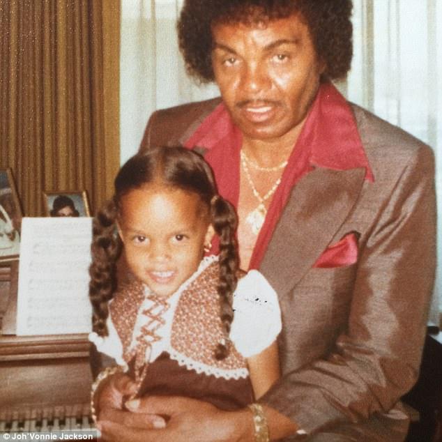 Joh'Vonnie está relacionada com o clã de Jackson através de seu pai, Joe Jackson (foto) que teve um caso de 25 anos