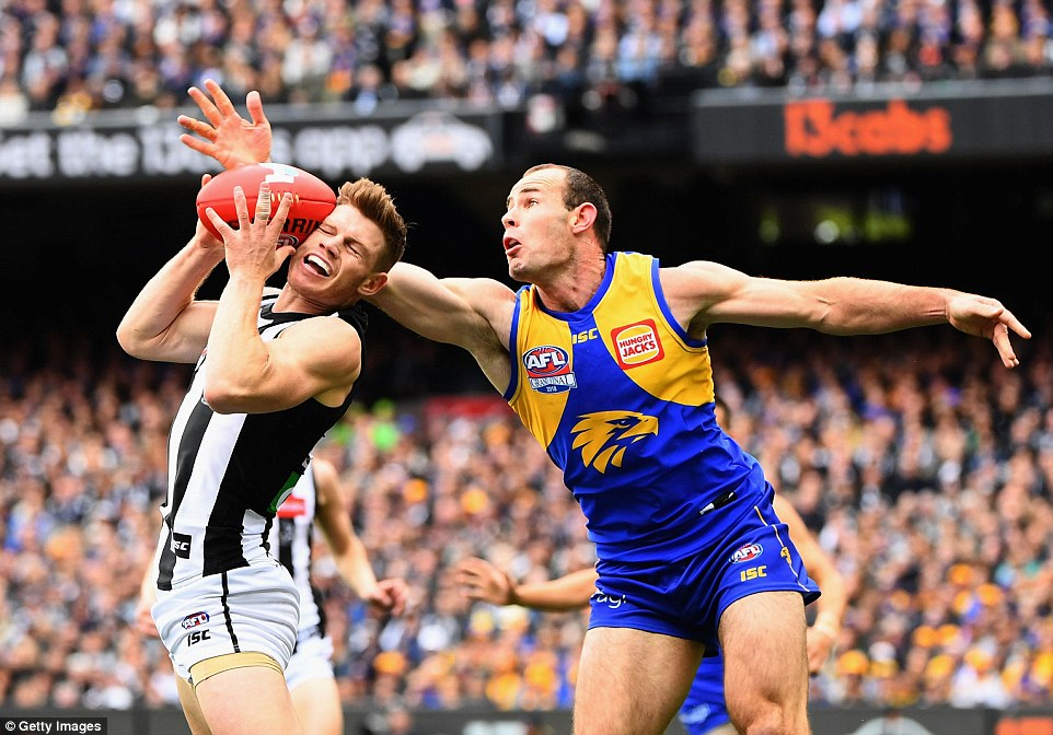 Just two points were scored until Collingwood finally put a goal through with 4.30 minutes to go in the quarter, but the Eagles quickly responded with their own, then grabbed another before the break