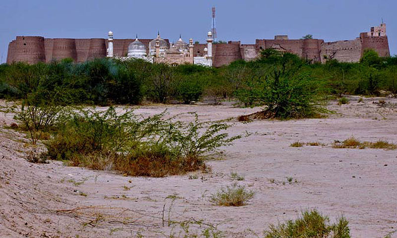 Standing proudly in the midst of the Cholistan desert, the Derawar Fort is a famed hallmark of Bahawalpur.