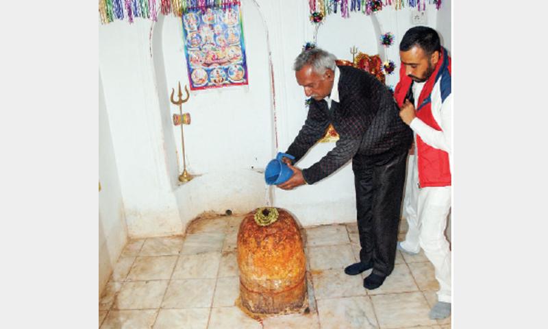 Indian Hindu pilgrim visits Katas Raj in Pakistan