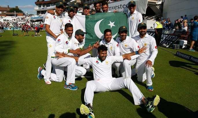 پاکستانی ٹیم اوول میں فتح کے بعد جشن مناتے ہوئے۔ فوٹو اے ایف پی