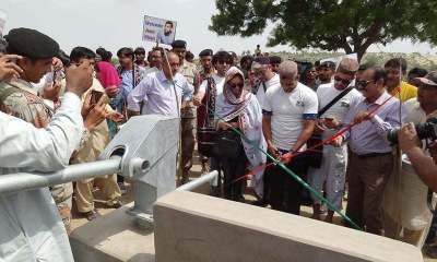 Amir Khan inaugurates facilities in Thar. ─ Photo by author.