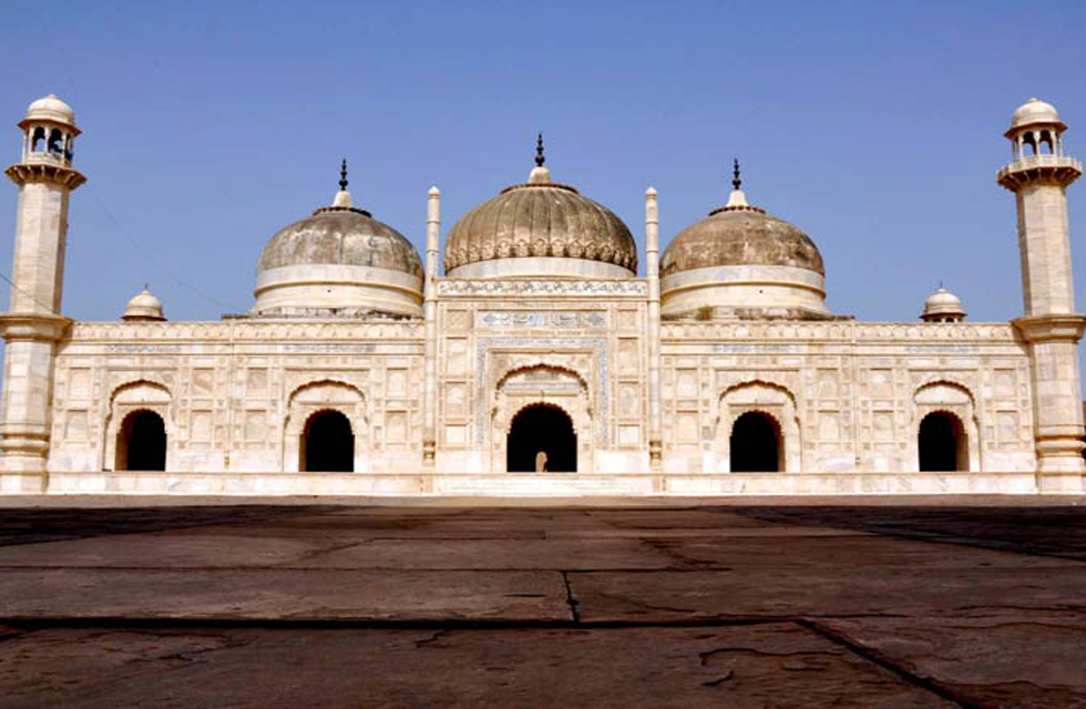Derawar Mosque was constructed in 1844 AD, Bahawalpur, Punjab. Photo by Madeeha Syed