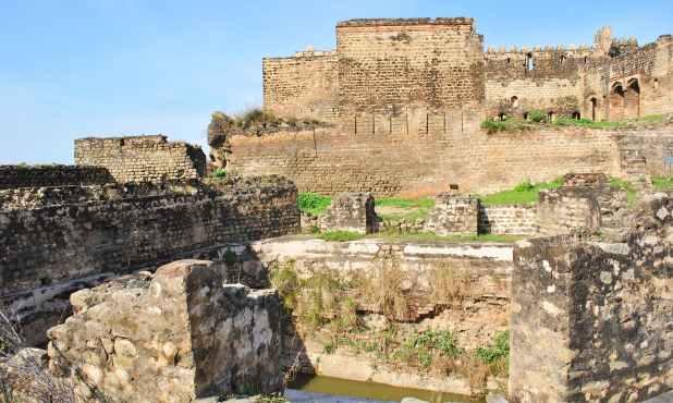 منگلا اور مظفرآباد قلعوں سے ملتے جلتے طرزِ تعمیر والا یہ قلعہ شاید سولہویں صدی کے دوسرے نصف میں تعمیر کیا گیا تھا۔