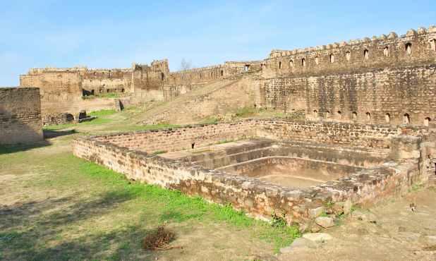 قلعہ 90 کی دہائی کے اواخر تک بھی نظرانداز کردہ تھا۔